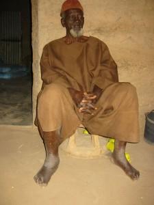 Een man met een opgezette voet