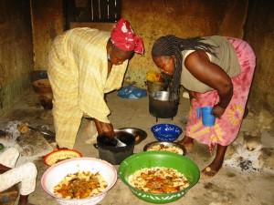Rijst in de schalen scheppen