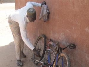 Saho met zijn oude fiets
