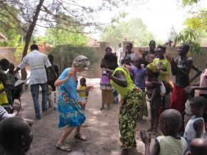 Dansen bij aankomst in Darsilami