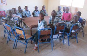 Bezoek aan kleuterschool in Fullakunda