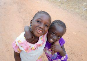 Meisjes op straat in Darsilami